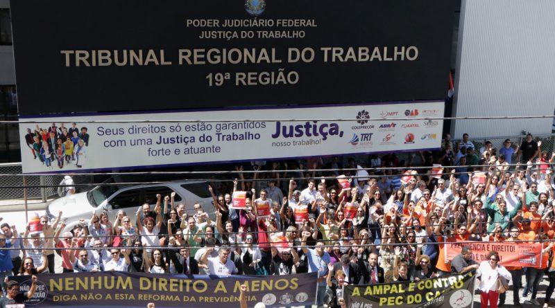 Frentas/AL e Sindjus realizam Ato Público contra reformas previdenciária e trabalhista