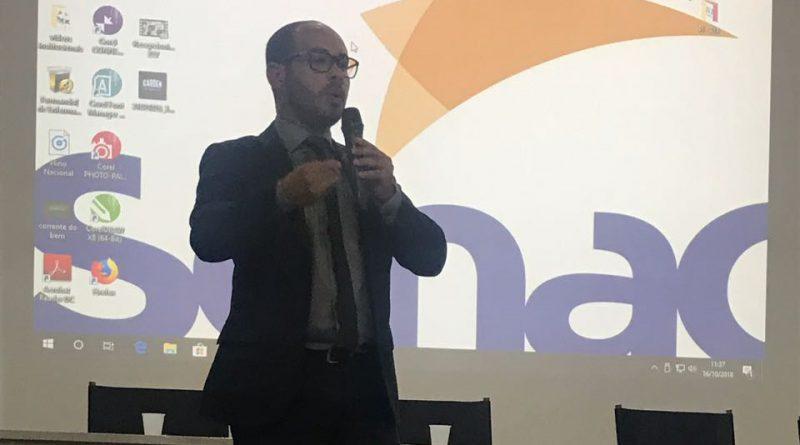 Nilton Beltrão ministra palestra em seminário interno da Sesau
