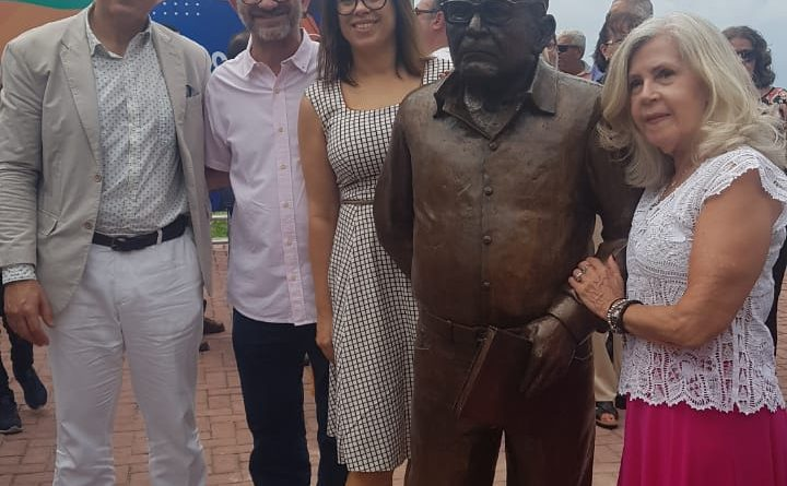 Associado da AMATRA19 e sobrinho de Lêdo Ivo participa da inauguração de estátua no Posto 7