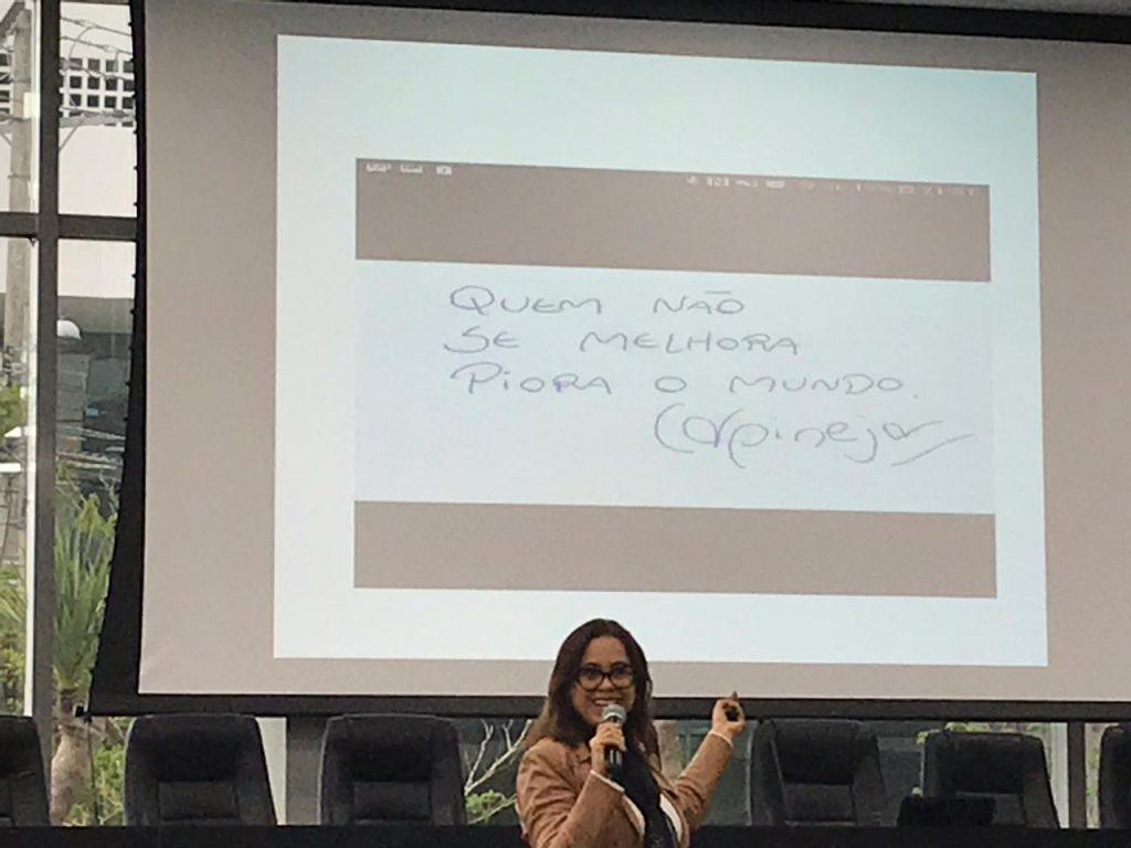 Juíza do Trabalho Alda Barros Araujo Cabús palestra em evento da ESA RS, em Porto Alegre