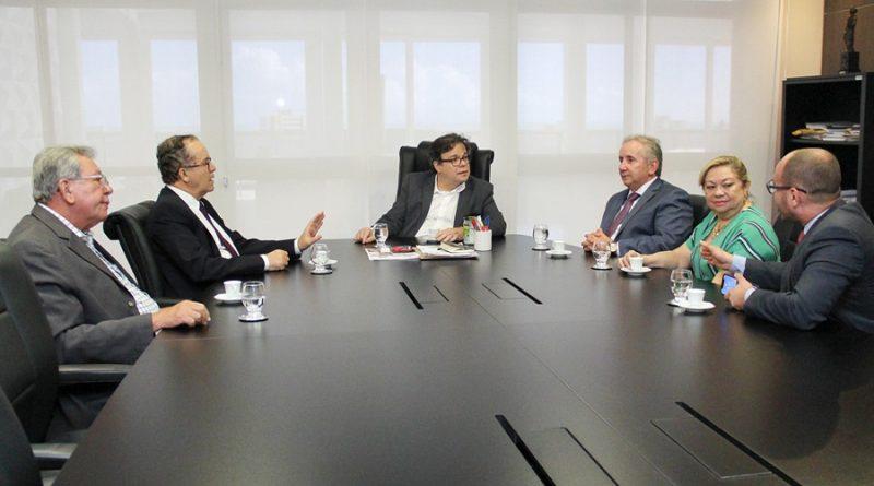 Presidente da AMATRA19 participa de reunião institucional no TJAL