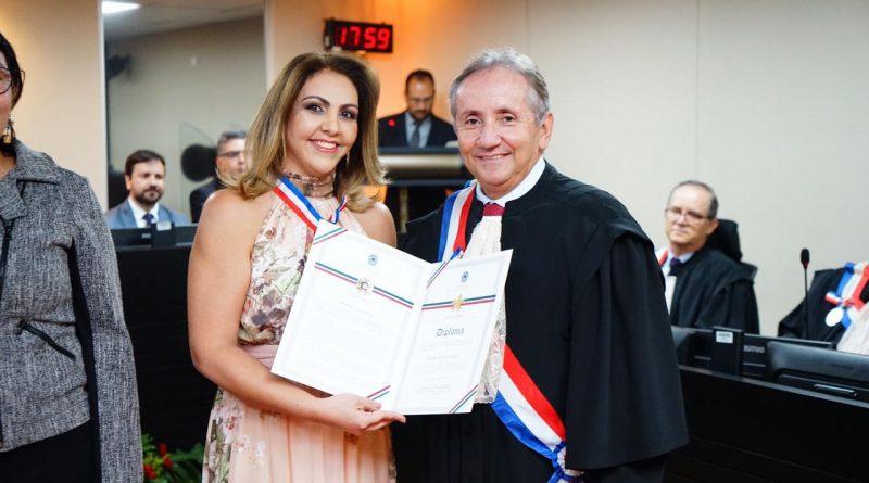 Juízes do Trabalho Bianca Calaça e Hamilton Malheiros são condecorados pelo TRT/AL