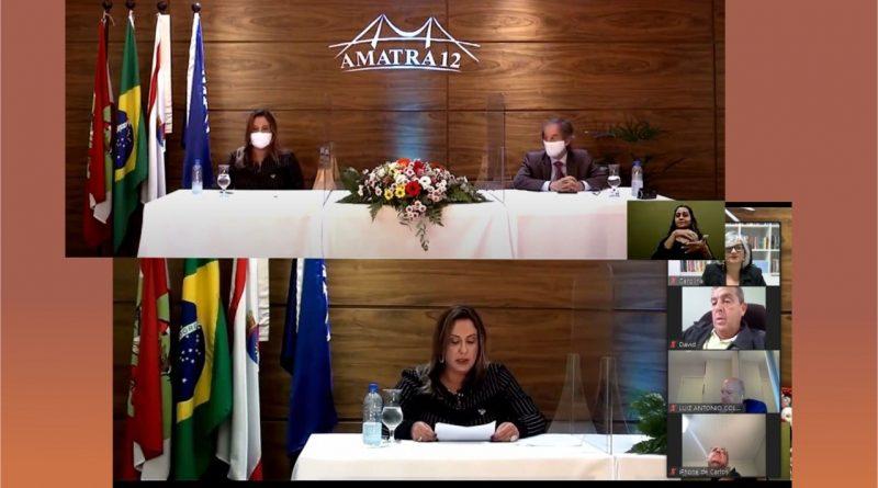 Presidente da Amatra 19 Carolina Bertrand participa de posse de novos dirigentes da Amatra 12